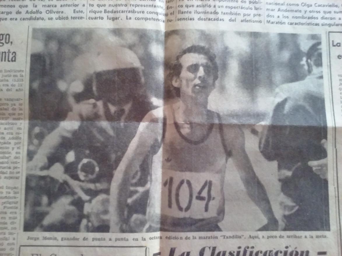 """Jorge Monín, ganador de punta a punta en la octava edición de la maratón """"Tandilia"""". Aquí, a poco de arribar a la meta."""